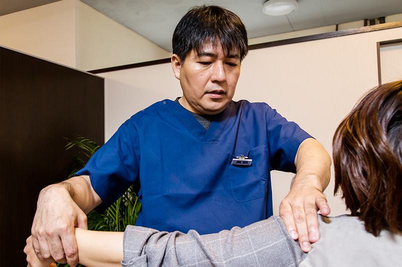痛みの原因を把握し、全身的に施術を行います